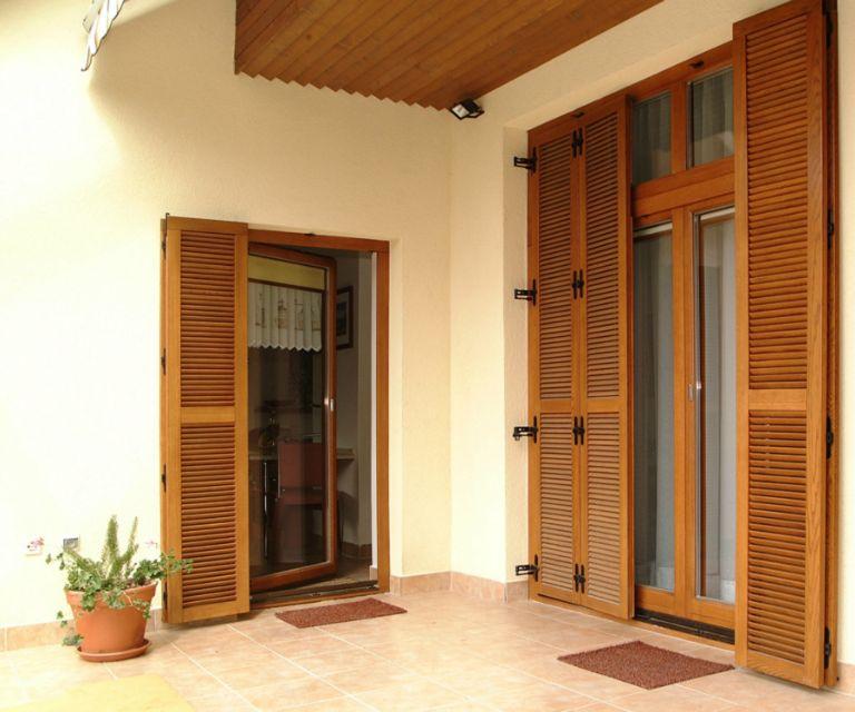 двери входные со ставнями